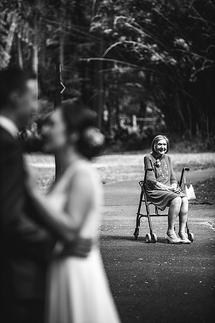Black and white portrait of grandma by de lumiere photography
