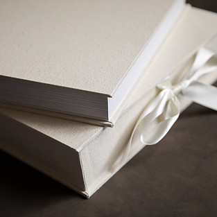 layflat wedding album with archival paper wedding photographer de lumiere photography