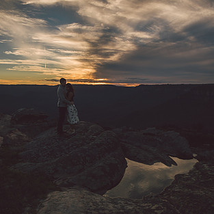Surprise proposal at sunset Blue Mountains photographed by de lumiere photography